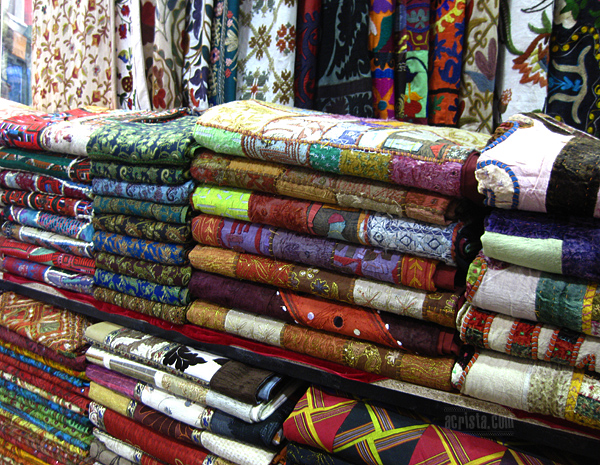 Шарен текстил на Капалъ чарши