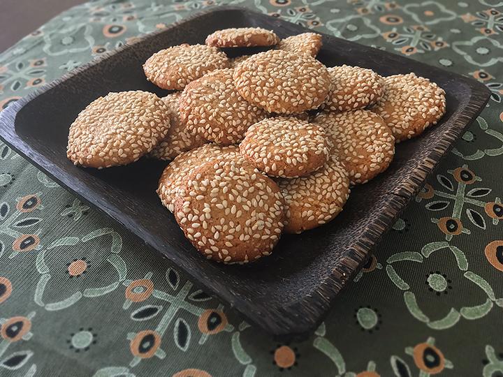 таханови бисквити с мед и бадеми